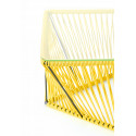 Detalle mesa de jardin amarillo