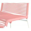 detaille de silla estructura blanca trensada Rosa pastel
