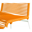 detaille de silla estructura blanca trensada Naranja
